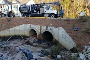 Vac-Con Recycler -Working in a residential location over culvert